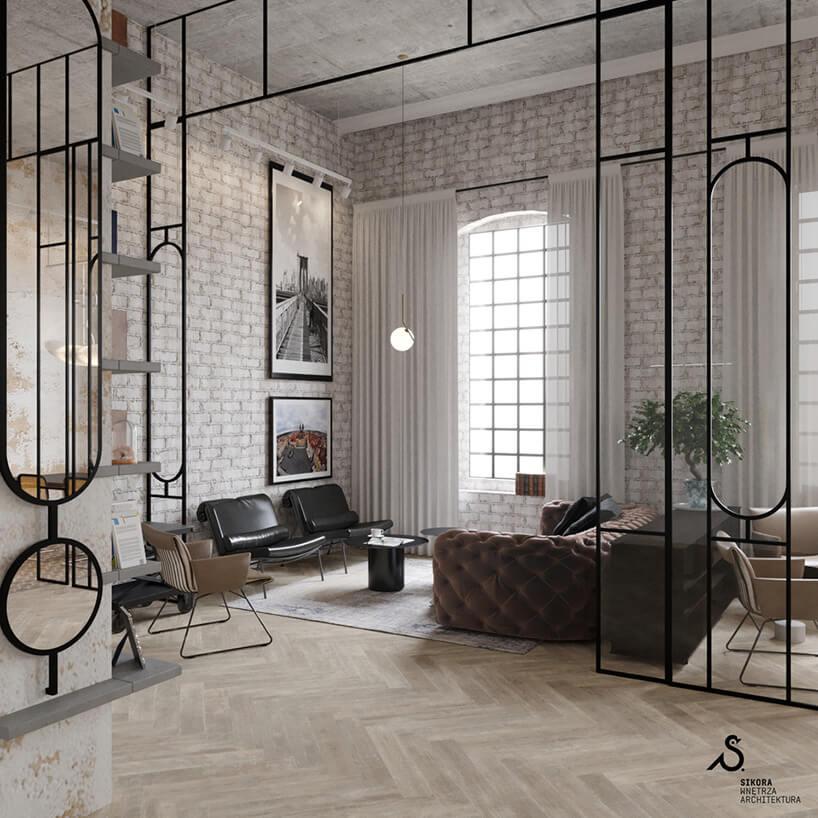 stara biała cegła na ścianach wwysokim pomieszczeniu oddzielonym czarną konstrukcją zprzeszkleniami