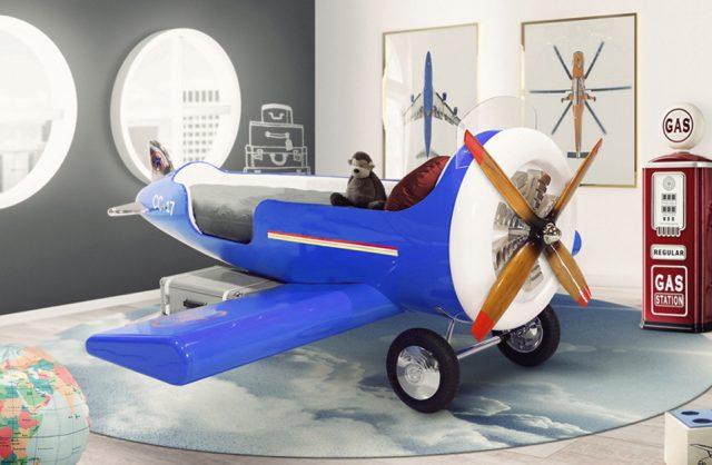 biało-szarym pokój dziecięcy z dużym niebieskim samolotem jako łóżkiem