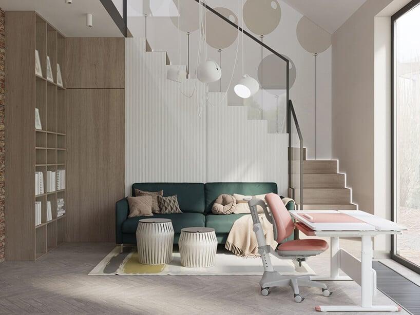 dwupiętrowy pokój zbiurkiem oraz kanapą wpołączeniu zdrewnianymi półkami