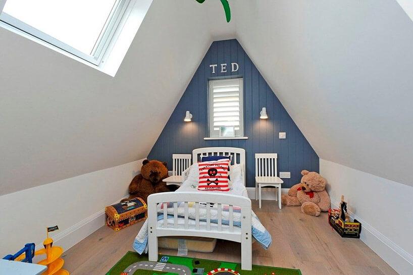 biało niebieski pokój dla dziecka