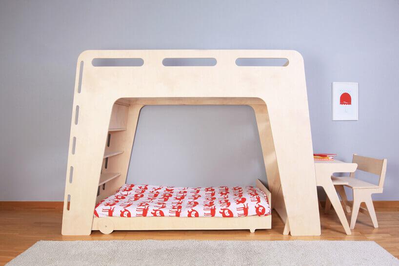 łóżko piętrowe zbiurkiem ikrzesłem dla dziecka