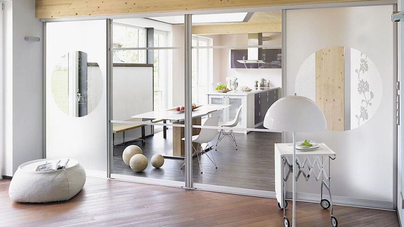 przestronna kuchnia połączona zdużym salonem