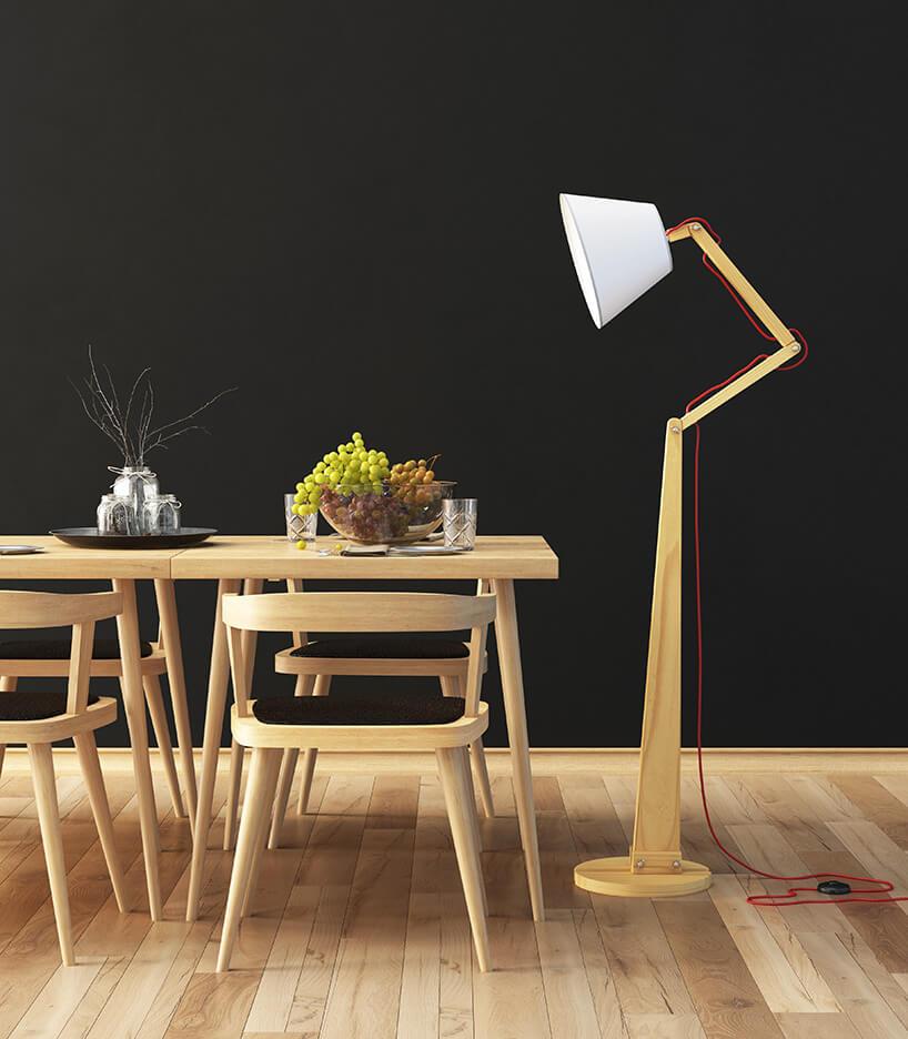 regulowana drewniana lampa stojąca