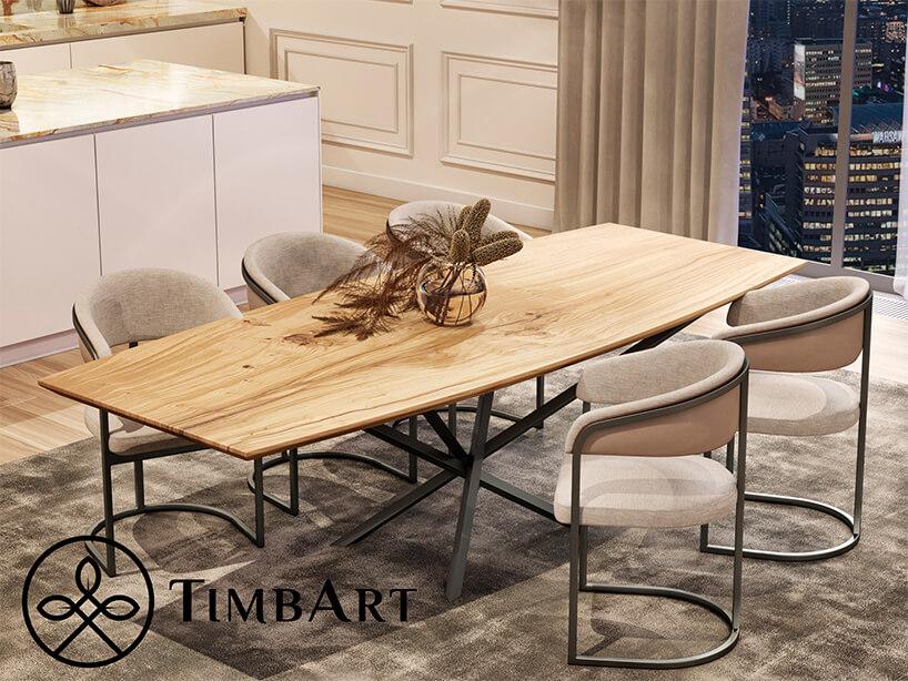 elegancki stół od TimbArt zdrewnianym cienkim blatem znietypową metalową podstawą zpięcioma krzesłami zbeżowym obiciem na szarej metalowej ramie