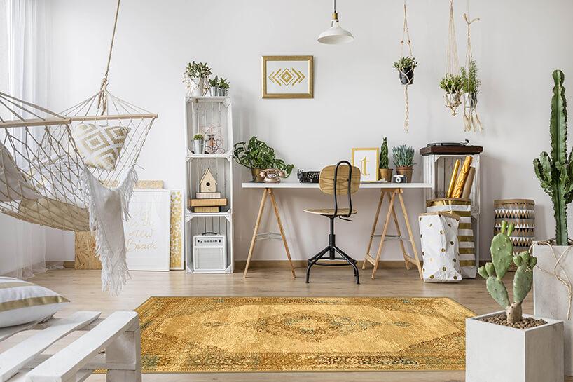 wełniany beżowy dywan władnym wnętrzu