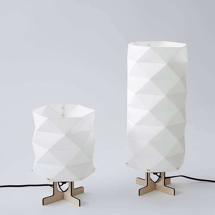 futurystyczne nowe lamki zwzorem trójkąta itekturową podstawą