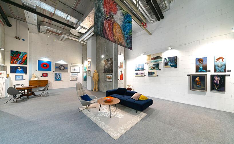 wnętrze Galerii Targów Sztuki Dostępnej