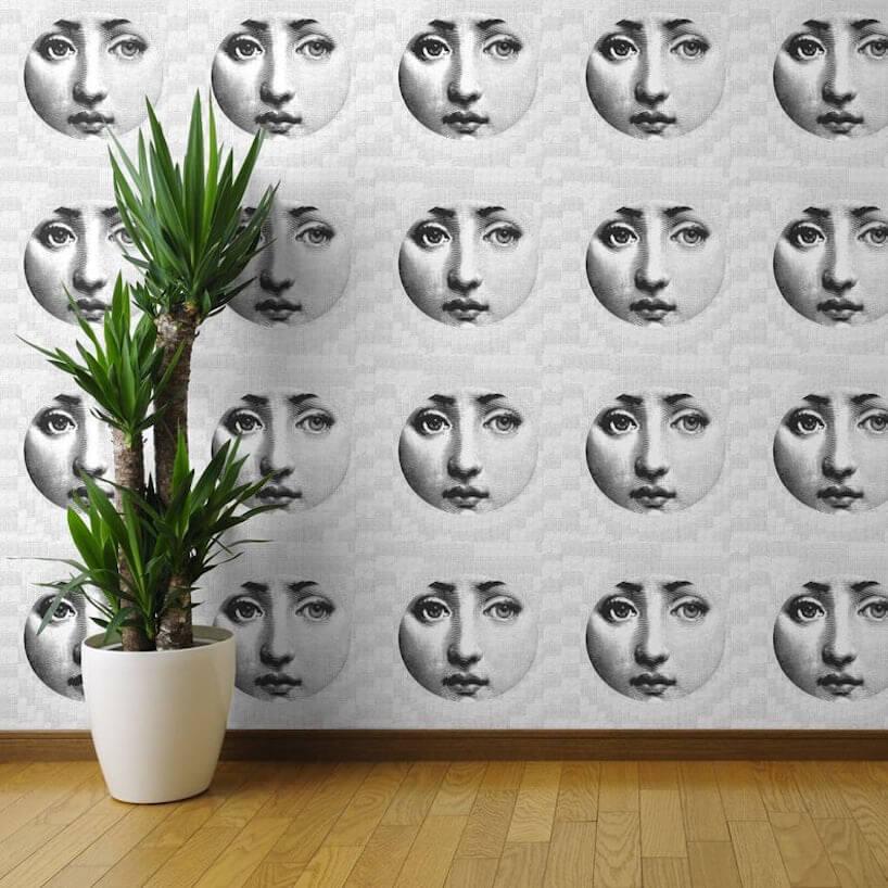 szara fototapeta Spoonflower okrągłe zdjęcia kobiety równo ułożone wrządach ikolumnach