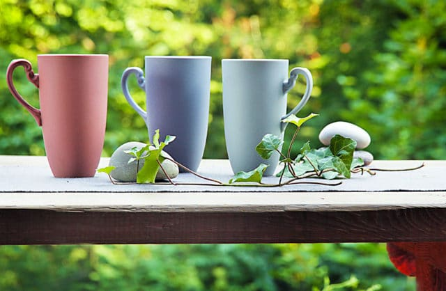 Porcelana w plenerze – ozdoby i naczynia na taras