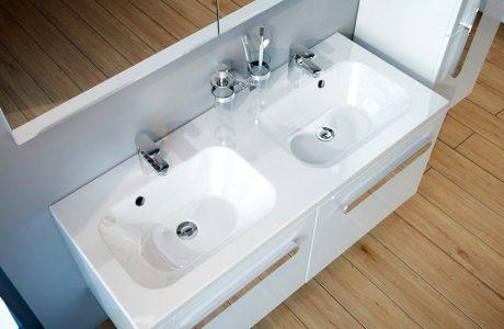 podwójna biała umywalka