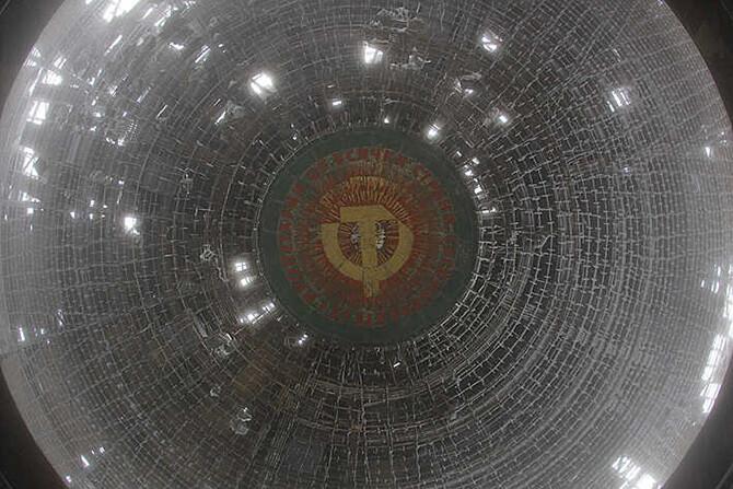 symbol na suficie zwięczającym kopułę