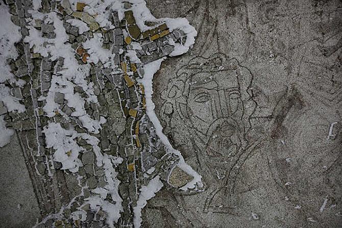 szkic pod zniszczoną mozaiką