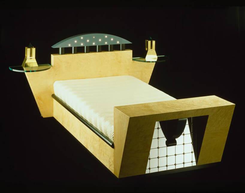 żółte łóżko