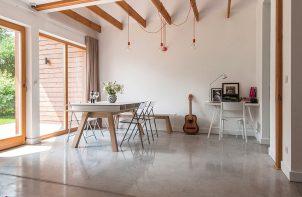 wnętrze z polimerową betonową podłogą