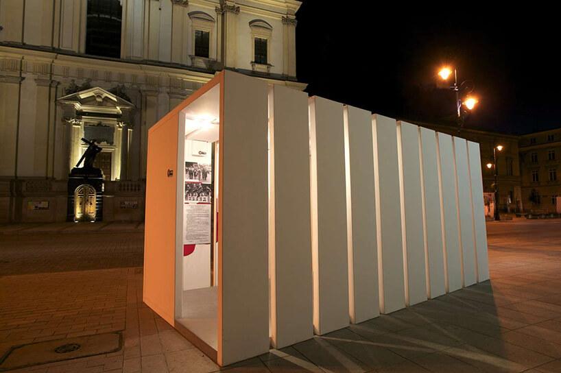 prostokątna instalacja zwyciętymi paskami