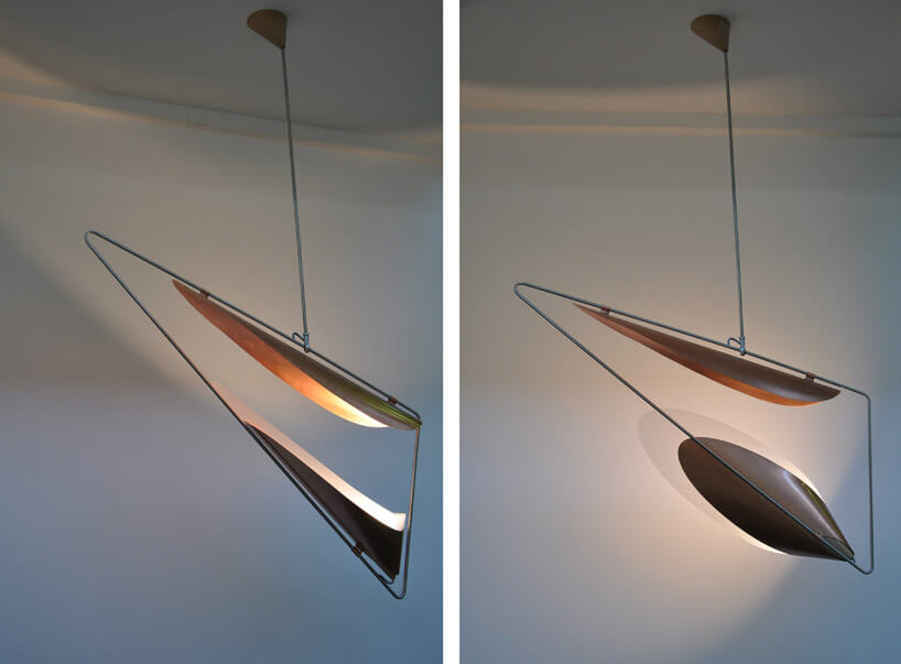 dwie świecące się trójkątne lampy