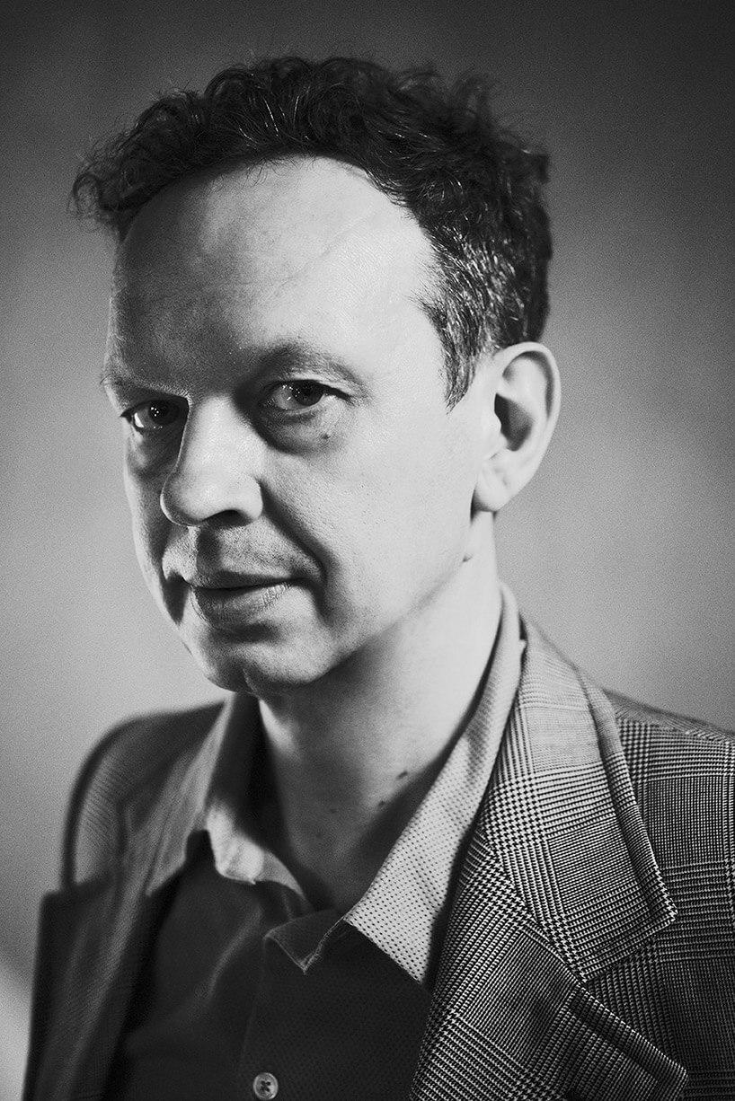 czarno-białe zdjęcie mężczyzny - Tom Dixon