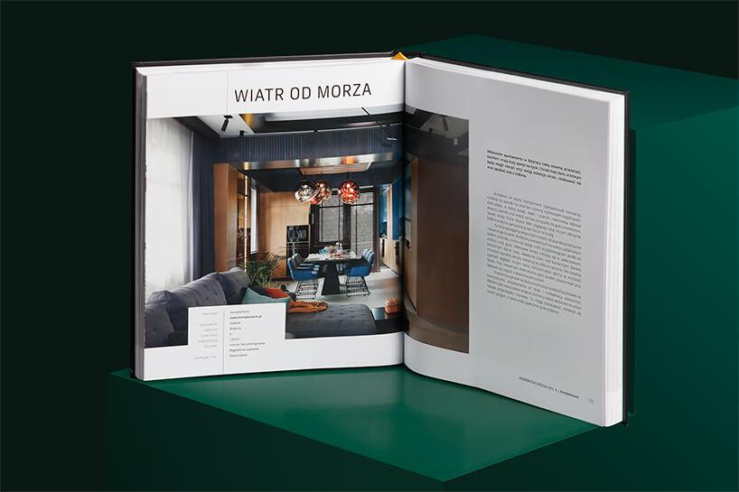 otwarty album Homebook Design vol. 6 na zielonym podeście