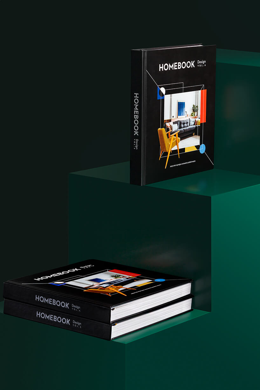 trzy albumy Homebook Design vol. 6 na zielonym schodkowym podeście
