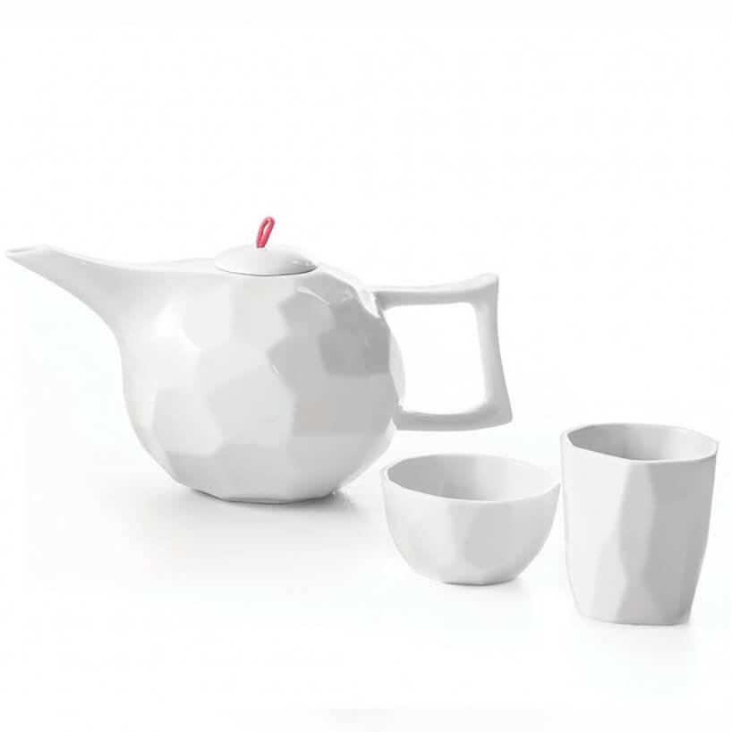 biały zestaw do herbaty zfakturą
