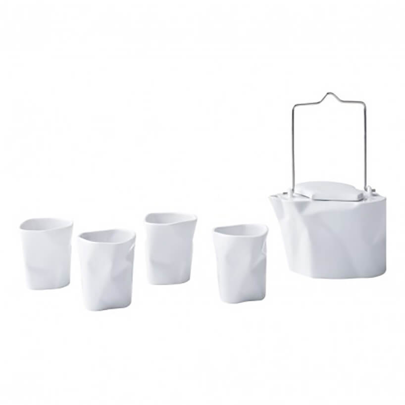 zestaw porcelany zbiałymi kubkami