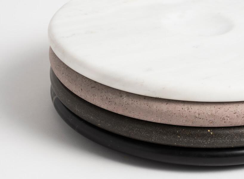 cztery różnokolorowe talerze Moon Plate od Tre Product