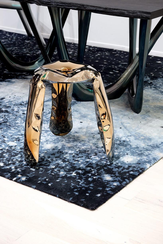 wyjątkowy złoty stołek Plopp od Studio Zięta