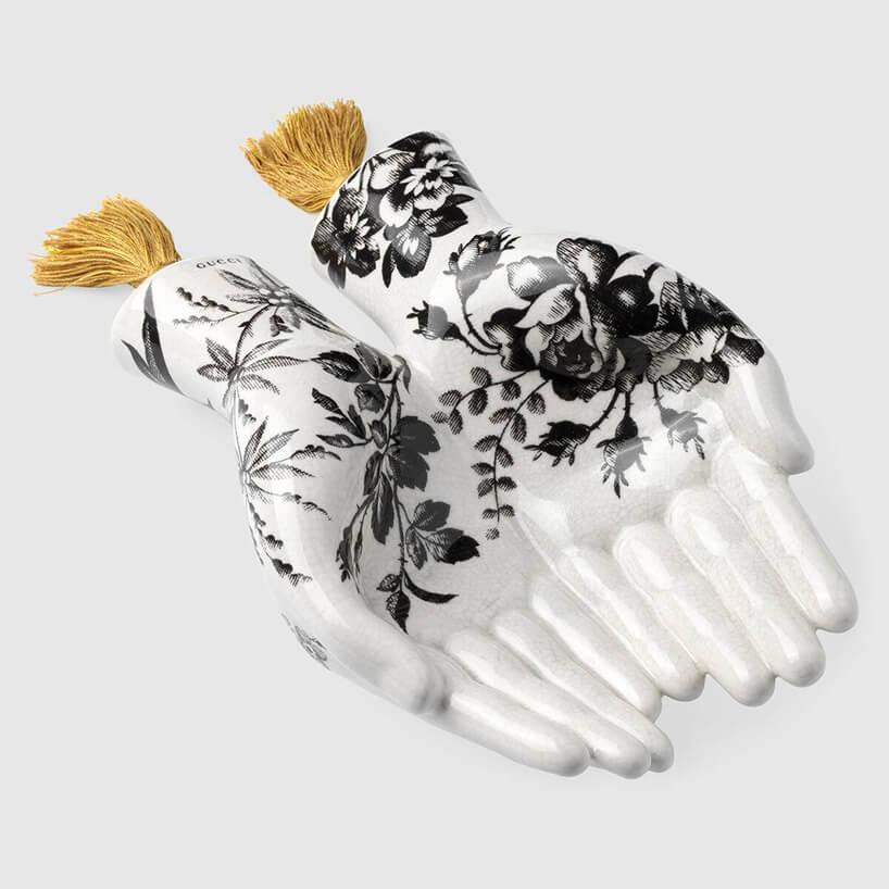 ceramiczne ręce wkwiaty