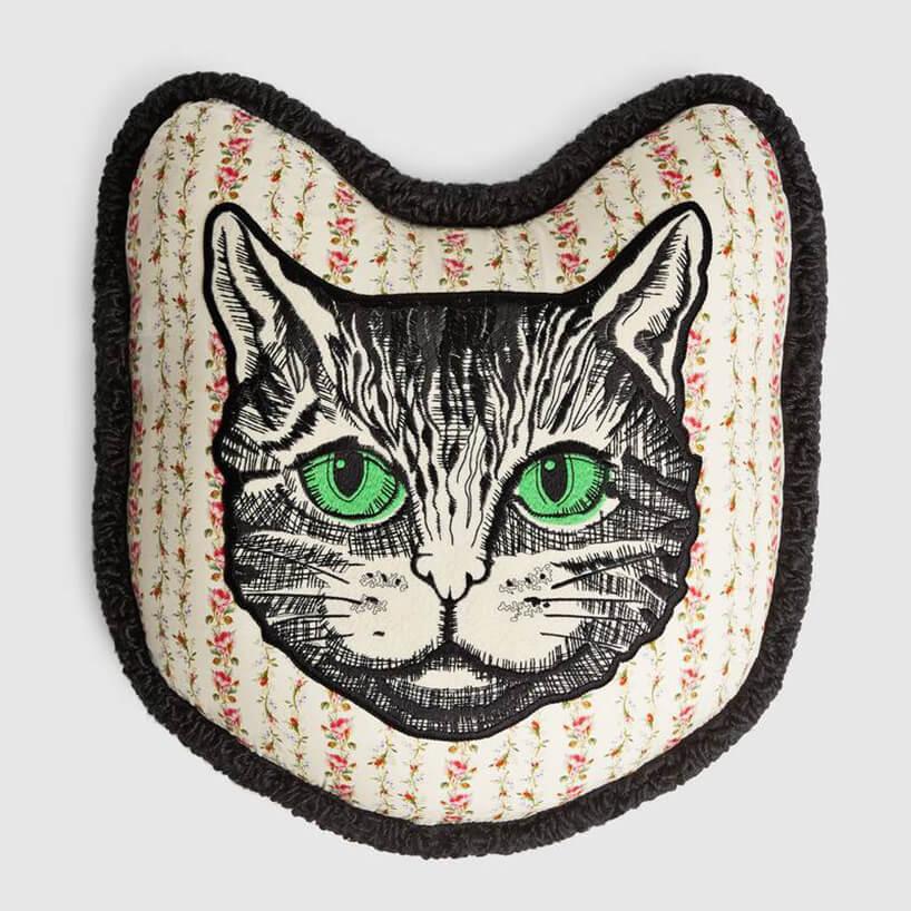 Poduszka zpyskiem kota ozielonych oczach