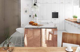 biała kuchnia z drewnianymi i miedzianymi akcentami