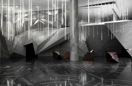 projekt biura w szarych odcieniach i oświetleniem jak sople lodu