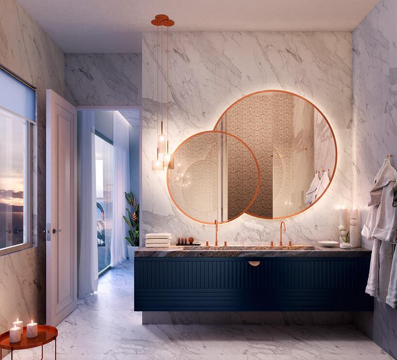 duża łazienka wkamienno-granatowym wykończeniu
