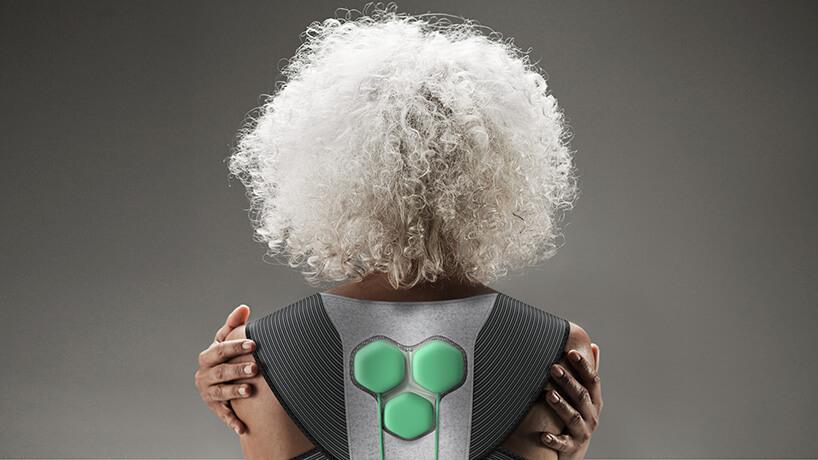 kobieta zsiwymi włosam