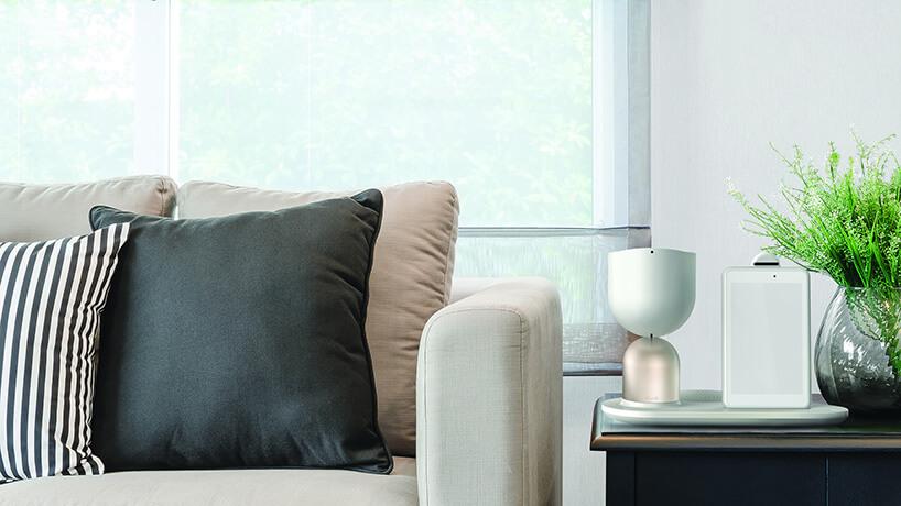 poduszki leżące na sofie
