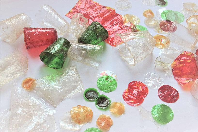 kolorowe pogniecione plastikowe rzeczy