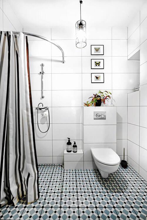 biało czarna podłoga wbiałej łazience