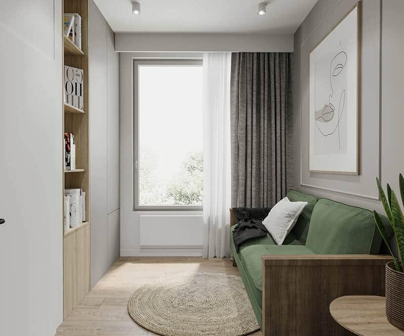okrągły wiklinowy element na drewnianej podłodze przy białej ścianie zzasłonami idużym oknie