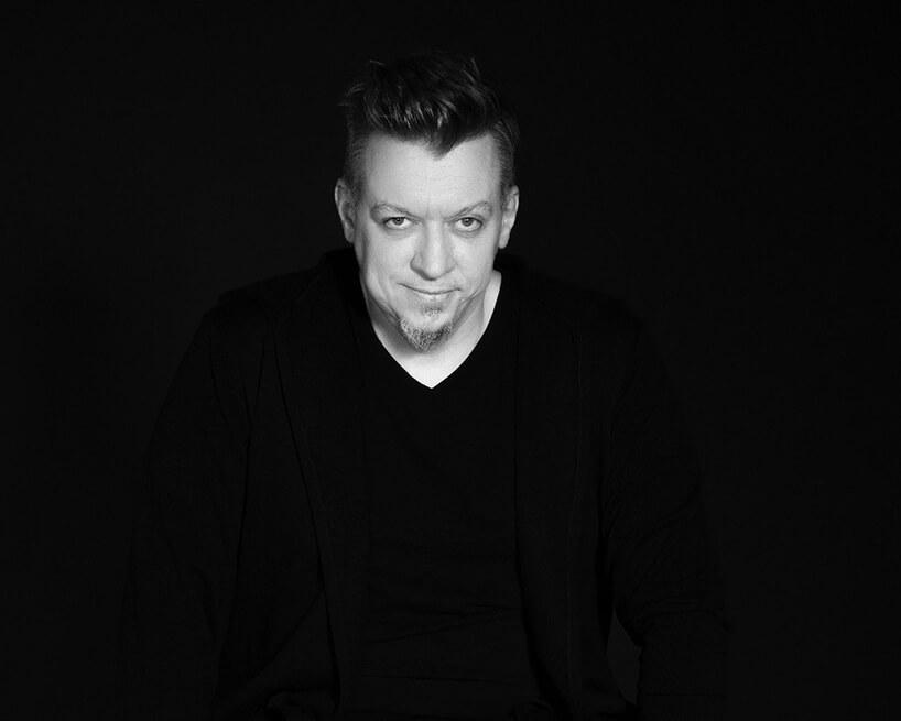 czarno-białe zdjęcie Roberta Majkuta członka jury wkonkursu Wnętrze Roku SAW