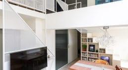 Przestrzeń zregałem: apartament od KC Design Studio