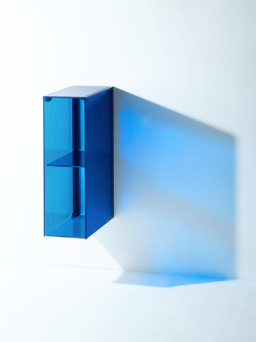 transparentna niebieska szafka wisząca od RGB for BURGBAD