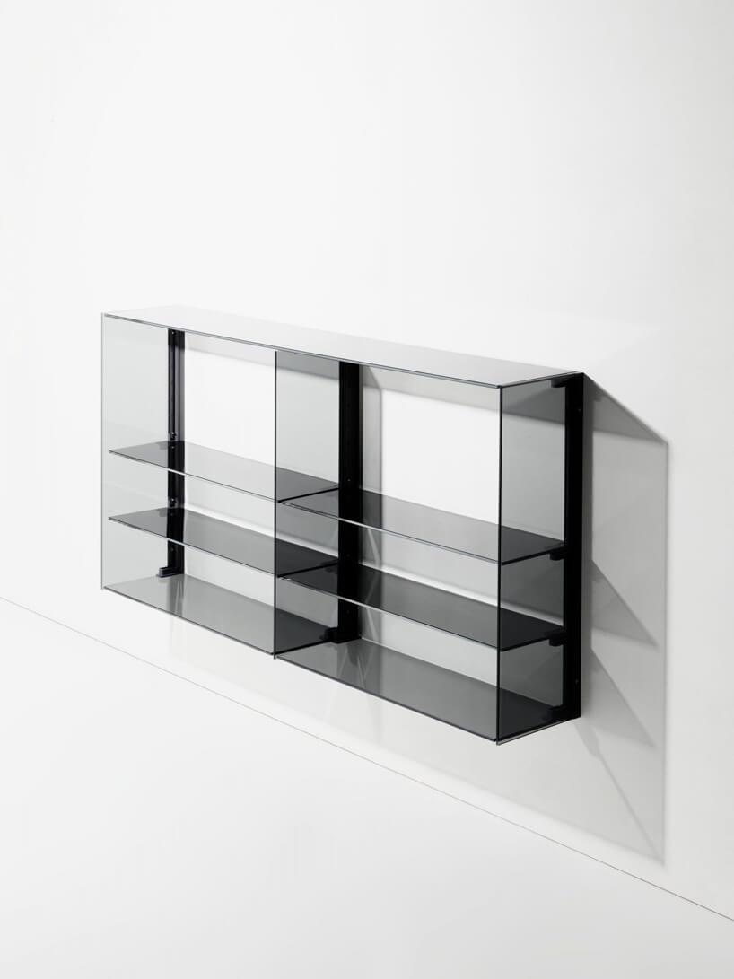 podłużna transparentna czarna szafka od RGB BURGBAD