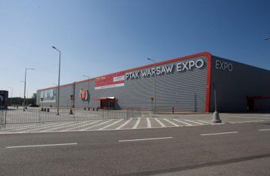 Hale Ptak Warsaw Expo w Nadarzynie pod Warszawą szary obiekt z czerwonym dachem