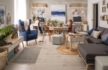 wnętrze mieszkania z rodziną vox