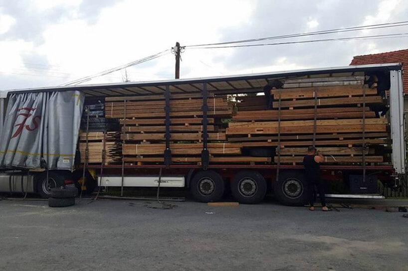 deski za ładowane na ciężarówce