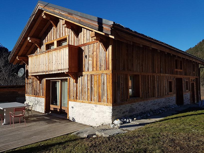 drewniany górski dom zdrewna zrecykling