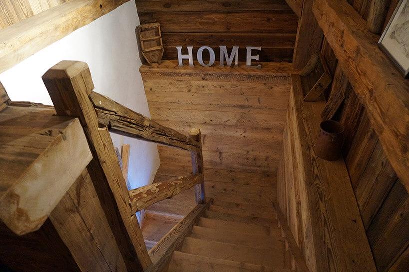 drewniana schody prowadzące wdół