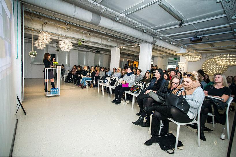 widownia podczas prezentacji
