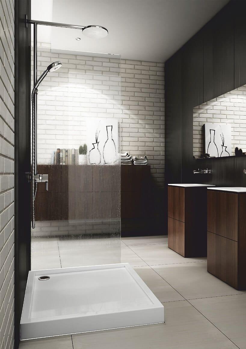 biała ściana zlicówki obok czarnej ściany zpaneli zbrązowymi szafkami