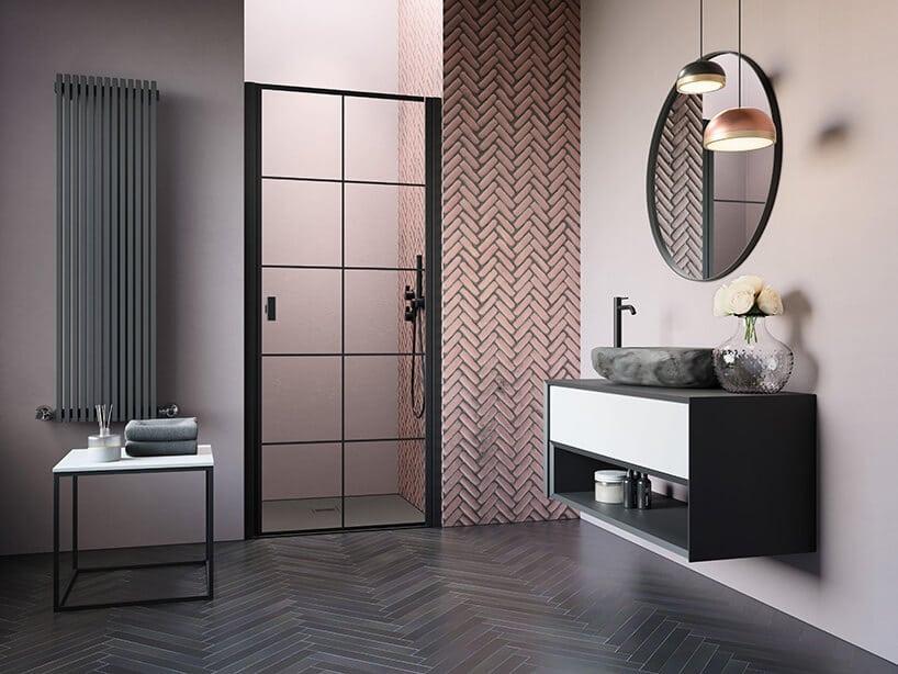 szklany drzwi prysznicowe włazience zpodwieszaną szafka iokrągłym lustrze