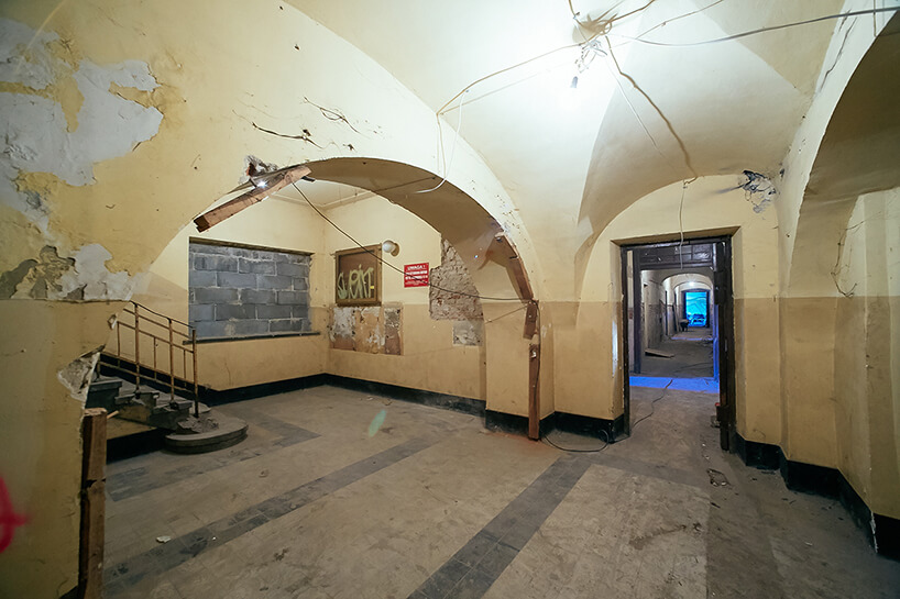 zaniedbane wnętrza starej kamienicy rewitalizacja whotel Angel Stradom Kraków